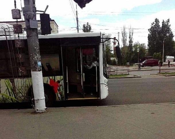 ВВолгограде автобус сбил 11-летнего ребенка навелосипеде