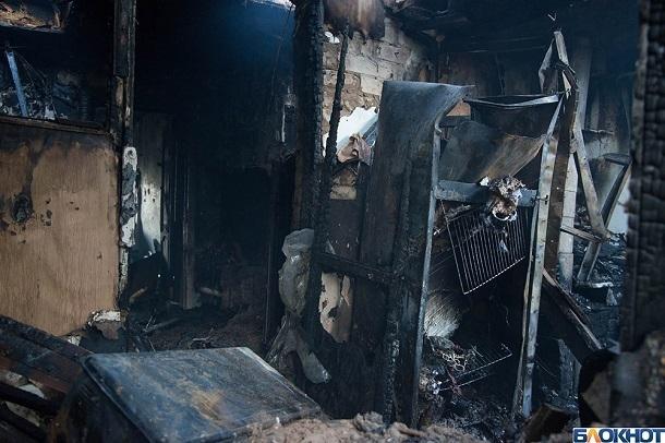 Тело женщины обнаружили на пепелище дома в селе Царёв Волгоградской области