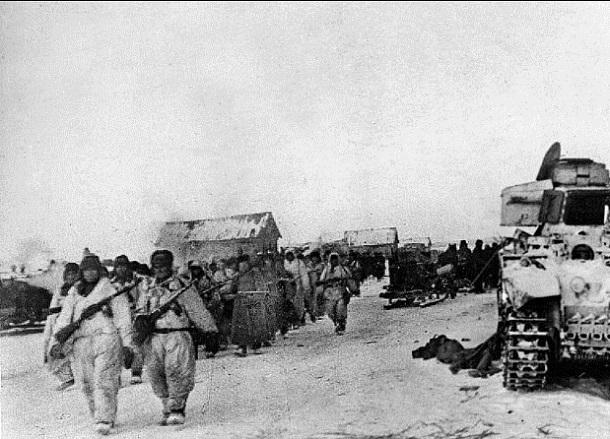 25 декабря 1942 года – под Сталинградом советские войска вырывают у врага один населенный пункт за другим