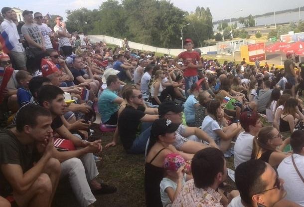 Волгоградцы не оставили пустого места в фан-зоне во время трансляции матча Испания-Россия