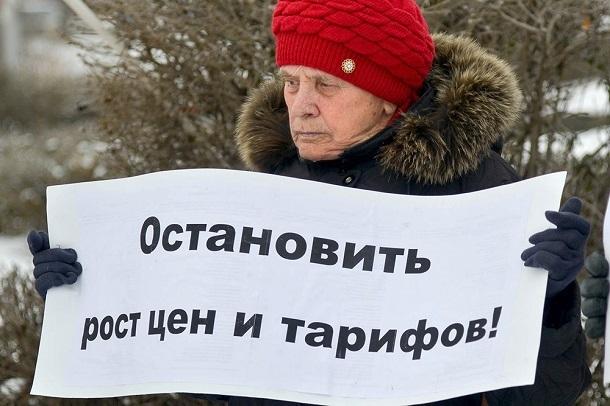 Серия одиночных пикетов против повышения тарифов ЖКХ и цен на проезд прошла в Волгограде