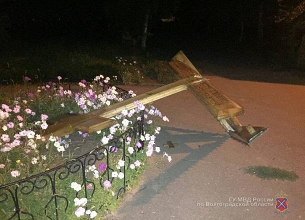 Волгоградец рассказал, что заставило его сломать крест у храма Иоанна Предтечи