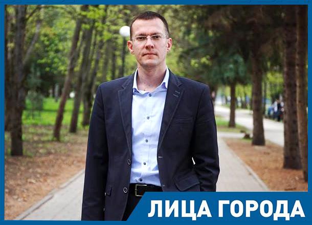 Как бы губернатор ни хвалил себя в СМИ, если нет реальных дел – его отправят в отставку, – политический пиарщик Юрий Щербаков