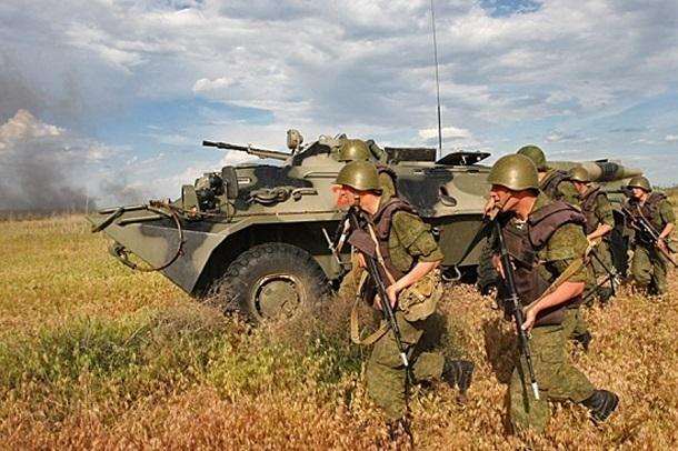 Усиленный танковой ротой батальон устроил боевую стрельбу под Волгоградом