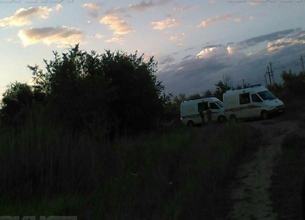Следователи устанавливают личность погибшего под поездом на юге Волгограда мужчины