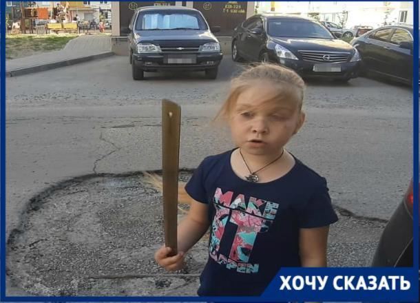 Дети на видео просят отремонтировать внутриквартальную дорогу в Волжском