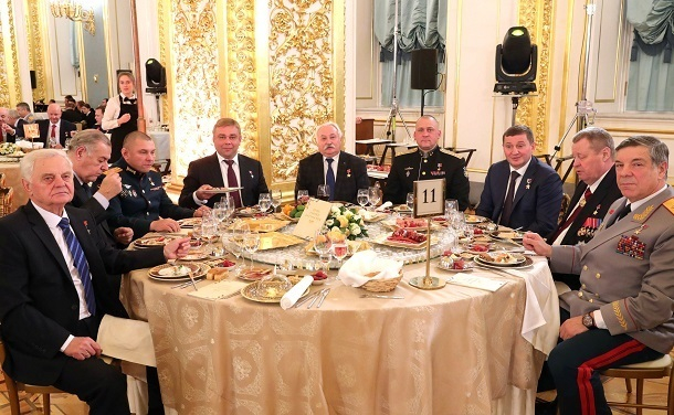 Губернатор Андрей Бочаров был замечен в Кремле