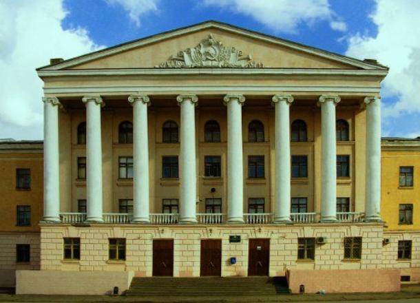 Кровлю Волжского политехнического техникума отремонтируют за 8 млн рублей
