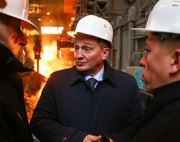 Губернатор Андрей Бочаров пришёл в душ к рабочим «Красного Октября»