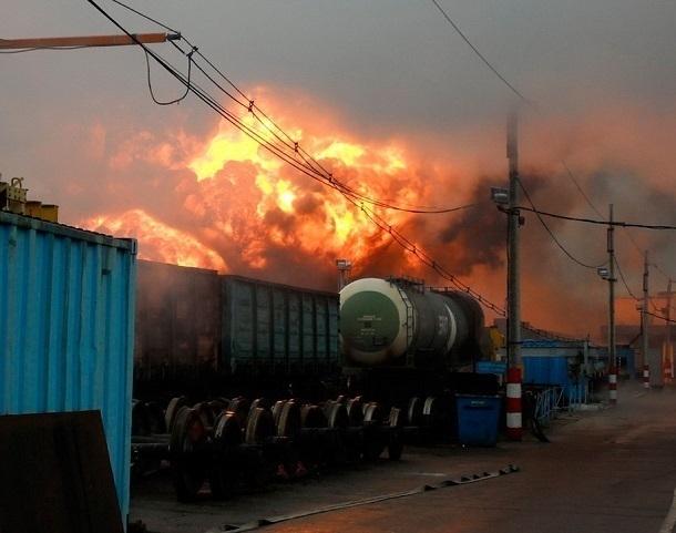 16 груженных серой вагонов загорелись на железной дороге под Волгоградом
