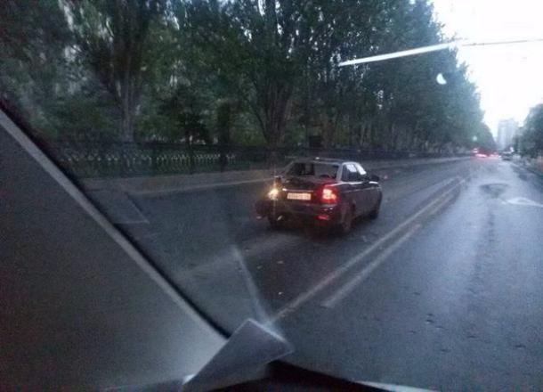 В центре Волгограда автобус «Питеравто» протаранил легковушку