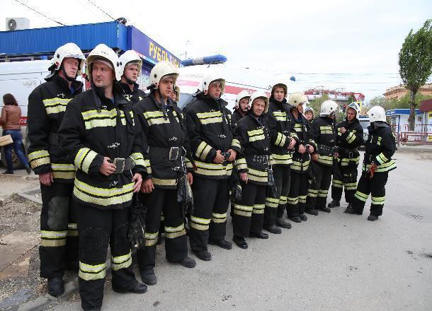 50 человек эвакуировали из горящей высотки на западе Волгограда