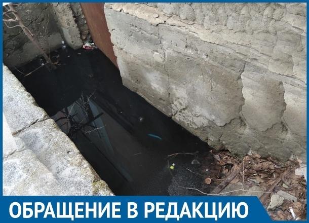 Из-за прорвавшейся канализации в доме на юге Волгограда дети вынуждены умываться в школе