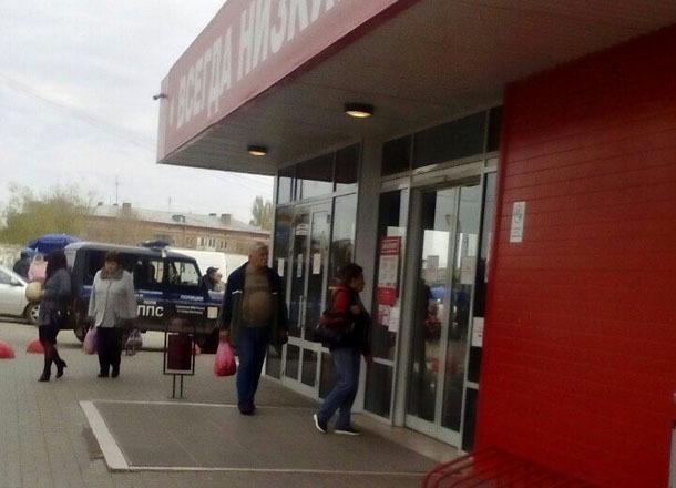 Из-за информации озаложенной бомбе эвакуировали супермаркет насевере Волгограда
