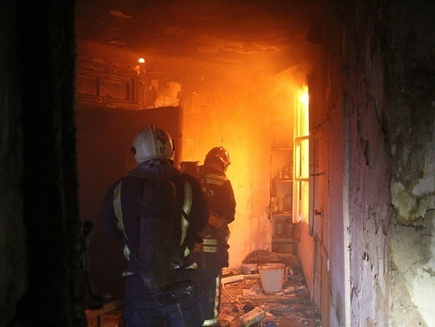 Вцентре Волгограда впожаре вмногоэтажке пострадала девушка