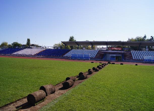 ВВолгограде настадионе «Зенит» приступили креконструкции футбольного поля