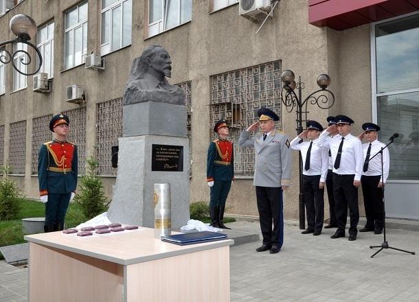 В Волгограде сотрудники УФСБ отправили капсулу с секретным посланием потомкам в 2043 год