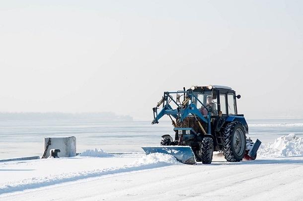 Известный волгоградский фотограф показал, как чистят от снега центральную набережную