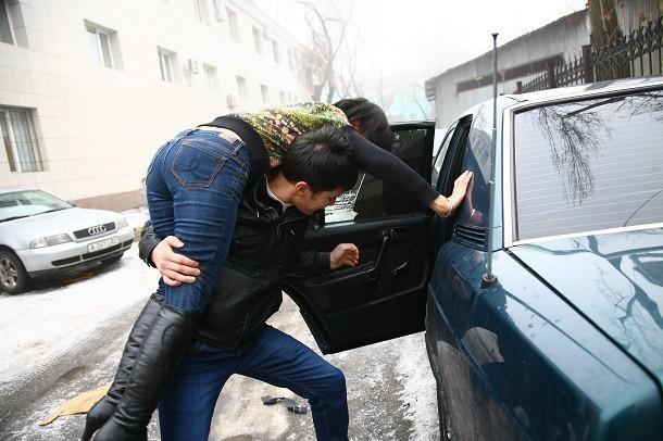 ВВолжском двое мужчин на«Опеле» изДагестана похитили девушку