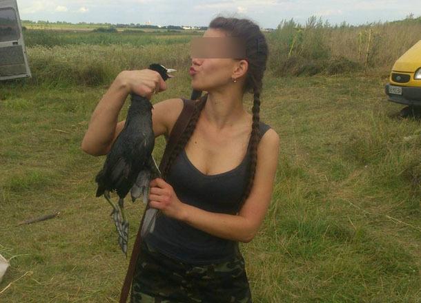 Грудастая красавица попала в кадр во время поцелуя трупа в Волгоградской области