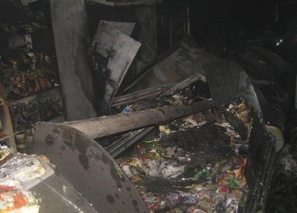 На площади Павших Борцов сгорел сетевой магазин