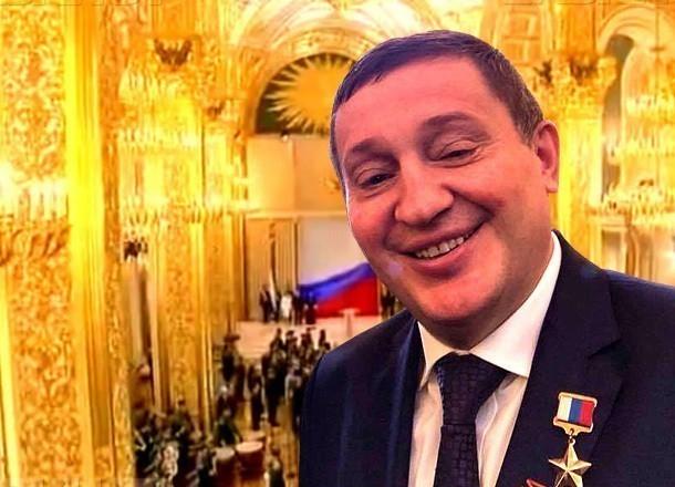 За чей счет сытно кормили чиновников и депутатов перед отчетом Андрея Бочарова, пытается узнать общественник