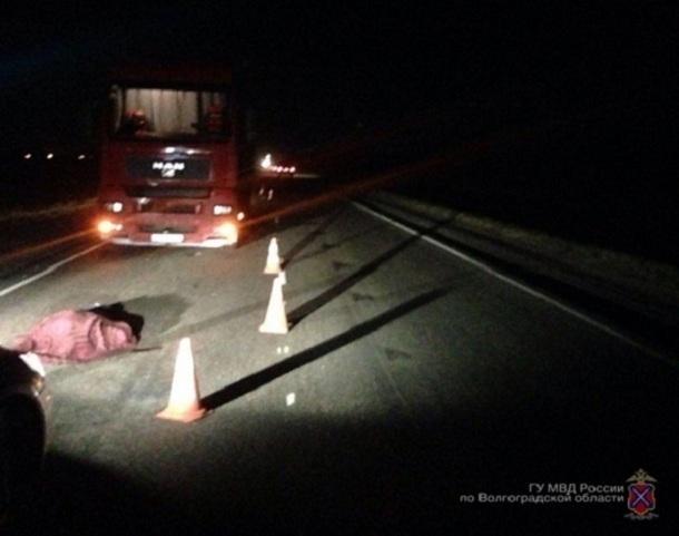 ВВолгоградской области грузовой автомобиль раздавил 41-летнего пешехода-правонарушителя