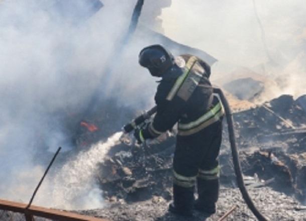 Mazda сгорела дотла в Волгоградской области
