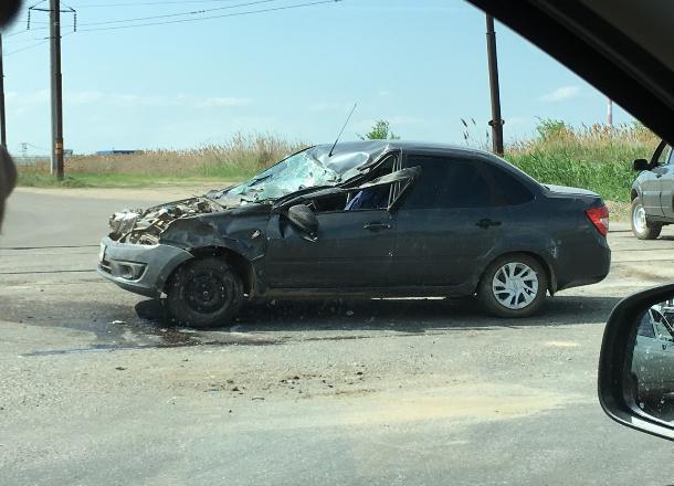 Фура не уступила дорогу легковушке в Волжском: есть пострадавшие