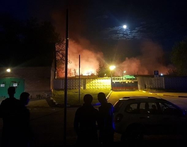 Пожар около морга вспыхнул на юге Волгограда