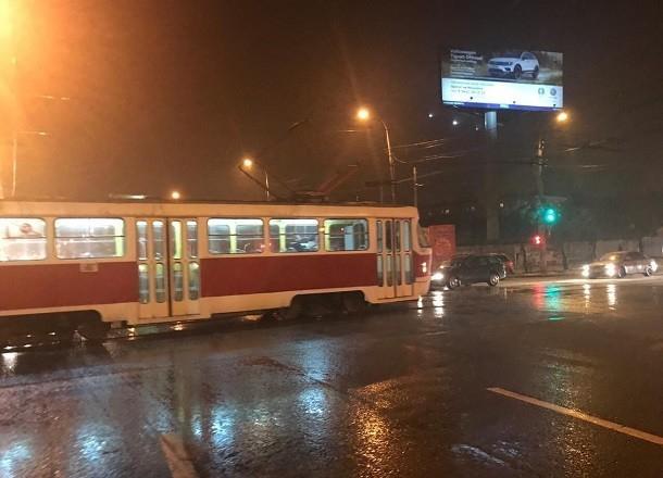 Волгоградцев попросили быстро покинуть трамвай в центре города
