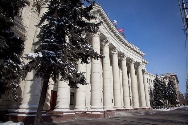 В администрацию Волгоградской области срочно закупают новые шторы