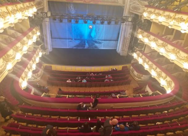 Зрители ушли после первого акта: новый спектакль Никиты Ширяева в волгоградском НЭТе оказался провальным