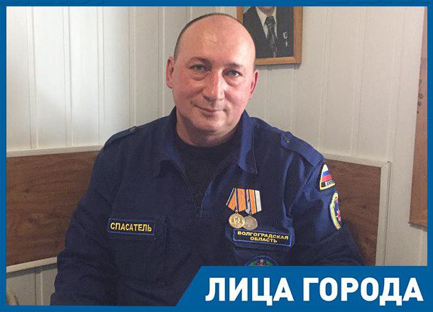 Волгоградский герой рассказал о спасении американца с ГЭС и девушках, выброшенных на остров