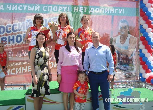 Дочь Исинбаевой расплакалась вовремя первого «выхода всвет»