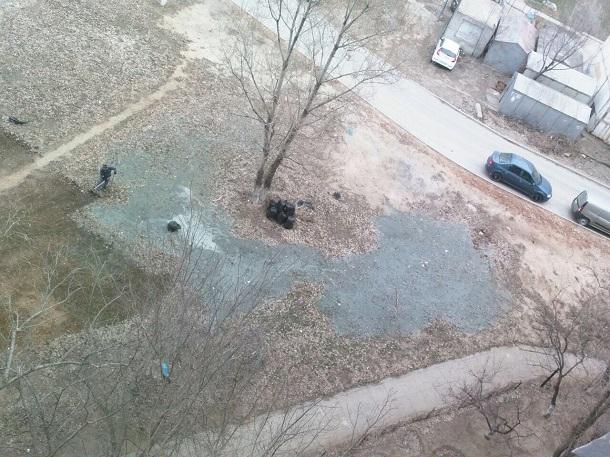 Находчивые сотрудники кафе в Волгограде слили под окна жилого дома вонючую жижу