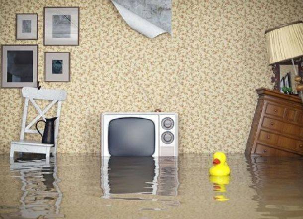 Отказавшемуся платить за затопление квартиры снизу волгоградцу «отомстила» соседка сверху