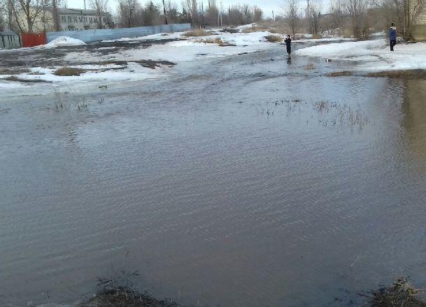 МЧС предупреждает волгоградцев о затоплении дорог и частных домов