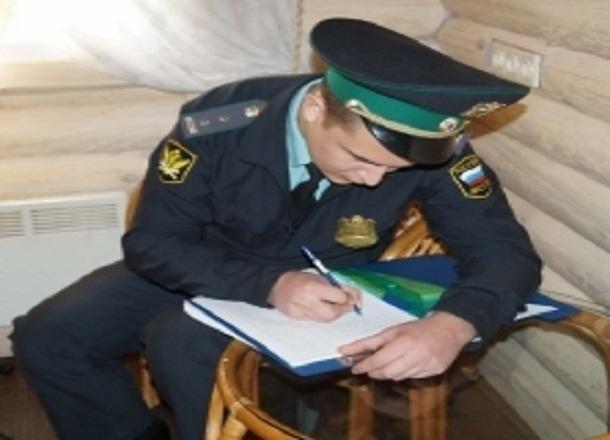 У волгоградки за долги арестовали ковер