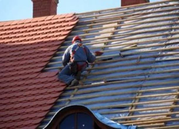 Мужчина погиб при падении с крыши коттеджа в ЖК «Петровский» Волгограда