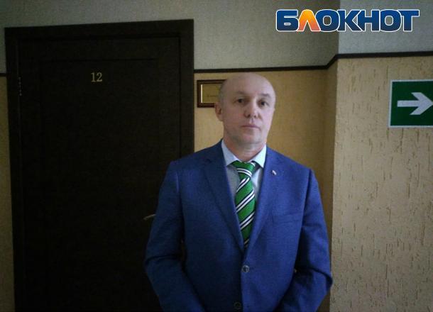 Чиновник Сергей Васильев, обвинивший сельскую учительницу в клевете, впервые познакомился с ней в суде