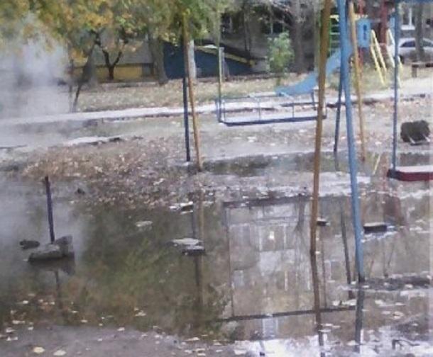 Затопленную детскую площадку волгоградцы предложили использовать для курса молодого бойца