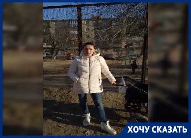 Поломанные качели и песочница без песка: обещанный к ЧМ-2018 двор в Дзержинском районе Волгограда