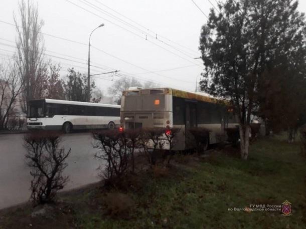 Из автобуса «Питеравто» 57-летнюю волгоградку увезли в больницу