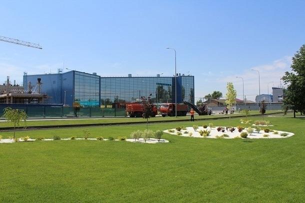 Парковку возле терминала С в Волгоградском аэропорту перекрыли до конца лета