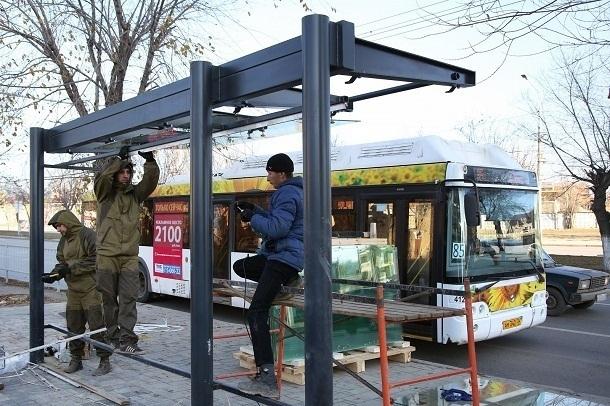 Власти отрапортовали о близком финише обновления остановок в Волгограде