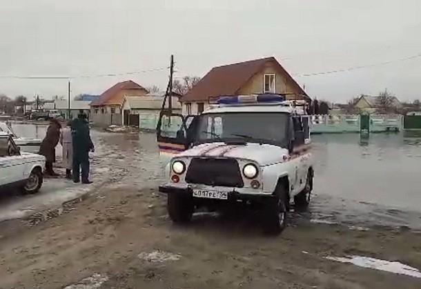 Региональные власти готовят технику для масштабной эвакуации людей из зоны паводка