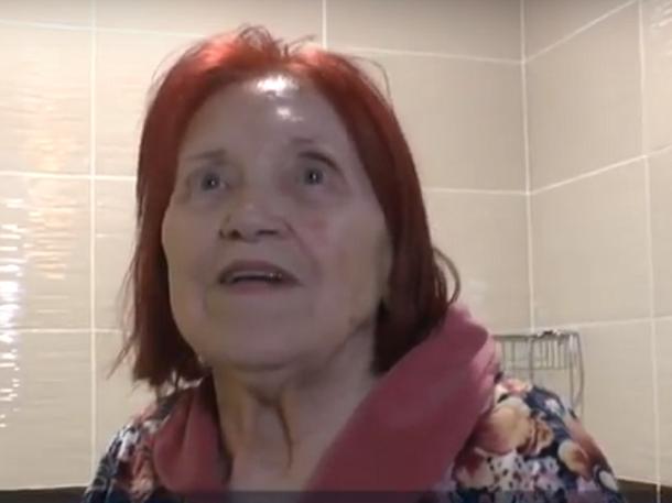 Пережившая ВОВ пенсионерка покреативила с потолком в ванной