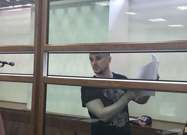 Подозреваемый в пособничестве в убийстве Брудного Александр Геберт добился освобождения из железной клетки