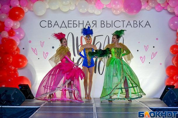Волгоградский фотограф показал яркие наряды красавиц на свадебном фестивале «Люблю не могу»